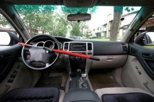 Benzinverbrauch: Das Gewicht kann durch kleine Maßnahmen wie dem Ausmisten des Innenraums reduziert werden.