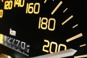 Fahreignungsregister: Was ist das? Einen Eintrag können Sie zum Beispiel nach einer Geschwindigkeitsüberschreitung erhalten.