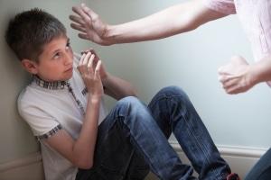 Kinder schwänzen die Schule bspw. bei familiären Problemen.