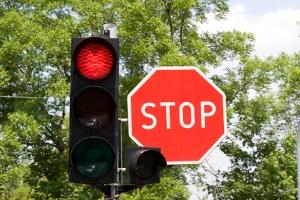 Ist der Führerschein weg, wenn Sie in der Probezeit eine rote Ampel überfahren?