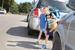 Ein sicherer Schulweg sollte mit den Kindern ausgiebig geübt werden.