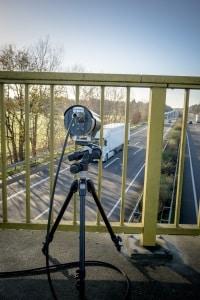Video-Brückenabstandsmessung: Eine Kamera beobachtet den Fernbereich.