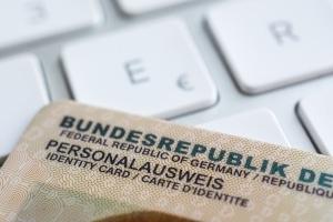 Um den vorläufigen Führerschein beantragen zu können, benötigen Sie Ihren Ausweis.