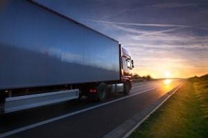 Eine Bescheinigung über lenkfreie Tage kann für LKW-Fahrer notwendig sein.