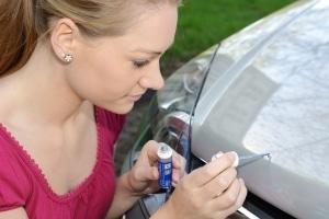 Durch die Lackreparatur können Sie Ihr Fahrzeug vor Rost schützen.