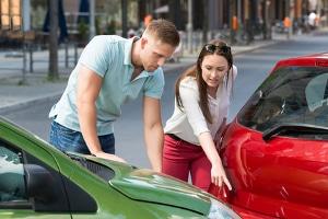 Ein Verwarngeld nach einem Unfall ist wahrscheinlich, wenn ein leichter Verstoß dazu geführt hat.