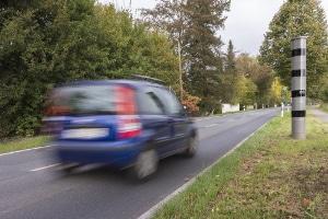Blitzersäule vom Hersteller Vitronic: Der PoliScan F1 HP misst die Geschwindigkeit von Fahrzeugen.