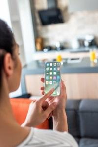 Auch eine Blitzer-App in der Schweiz zu nutzen, ist per Gesetz untersagt.