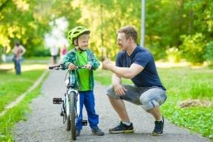 Zwar gibt es auch keine gesetzliche Helmpflicht für Kinder – empfohlen wird der Schutzhelm aber trotzdem.