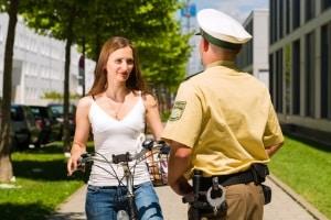 Sollte es für Radfahrer eine Helmpflicht geben – ja oder nein?