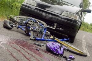 Bei einem Unfall kann z. B. Körperverletzung zu einer Geldstrafe führen. Wie hoch diese ausfällt, hängt vom Einzelfall ab.