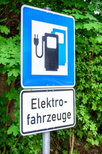 Kostenlos parken: Ein Elektroauto kann dazu berechtigt sein.