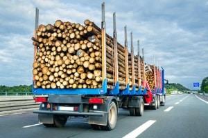 Bekannt als Lkw-Führerschein befähigt die CE-Klasse zum Führen von Kfz über 3,5 Tonnen.
