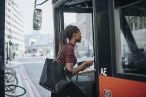 Der Personenbeförderungsschein ergänzt den Führerschein, sodass die Fahrgastbeförderung erlaubt ist.