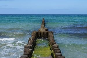 Buhne: An Nordsee und Ostsee oft Teil des Küstenschutzes.