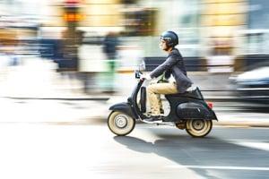 Für die Moped-Fahrerlaubnis ist das Alter für den Erwerb bundesweit nicht einheitlich - in einigen Ländern liegt es bei 15 Jahren.