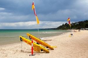 Die Flaggen am Strand und deren Bedeutung sind international einheitlich.