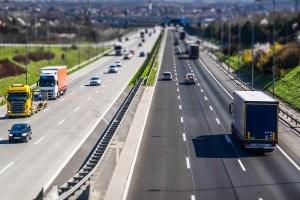 Das LKW-Sonntagsfahrverbot ist in Frankreich auf allen Straßen gültig.