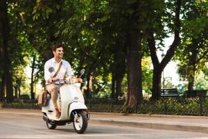 Ein Mofa zu fahren, kann trotz Fahrverbot möglich sein. Die Art des Verbots zählt hier.