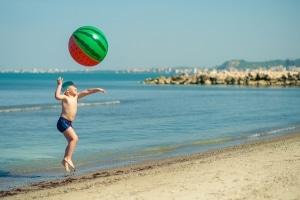 Mancherorts verbieten die Strandregeln auusgelassene Spiele.
