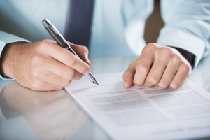 Mit einer Veräußerungsanzeige informieren Sie die Zulassungsbehörde über den Autoverkauf.