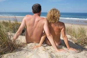 Verhaltensregeln in Ägypten: Damit der Urlaub störungsfrei verläuft, sollten Sie entsprechende Badekleidung tragen.