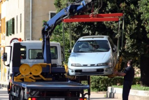 """Das Schild """"Arzt im Dienst"""" rechtfertigt ordnungswidriges Parken nur in Ausnahmefällen - es drohen Sanktionen."""