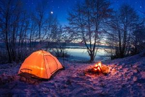 Auch ein Lagerfeuer am See und in freier Natur ist nicht überall erlaubt.