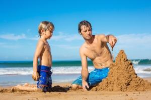 Meistens ist es erlaubt, eine Sandburg zu bauen - unter Einhaltung gewisser Regeln.