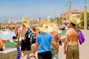 Auf Mallorca im Partyurlaub oder im restlichen Spanien oben ohne sonnen? Die Regeln sind nicht immer gleich.