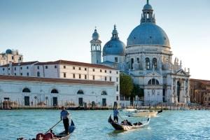 Fahranfänger: In Italien ist die Probezeit drei Jahre lang zu beachten.