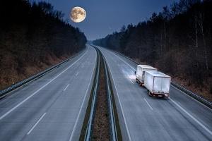 Ist das Fernlicht auf der Autobahn zugelassen?
