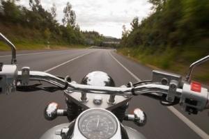 Auch wenn eine Motorradbewertung von einem Gutachter vorliegt, sollten Sie auf eine Probefahrt bestehen.