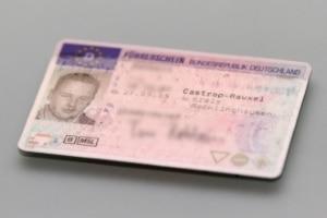Umtausch vom rosa Führerschein: Künfit haben alle das Scheckkartenformat.