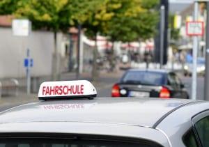 Verkehrsregeln: In Österreich müssen Fahranfänger keine PS-Begrenzung beachten.
