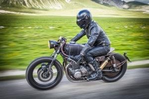 Welche Vorschriften gelten auf dem Motorrad?