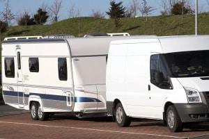 Die StVO bestimmt das Parken für Anhänger bzw. welche Regelungen hierfür gelten.
