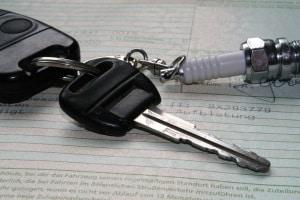 Auto ummelden: Einige Unterlagen sind für den Halterwechsel unabdingbar, z. B. die Zulassungsbescheinigungen.