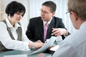 Wichtig für die Kfz-Versicherung: Der Halterwechsel kann einen Versicherungswechsel rechtfertigen.