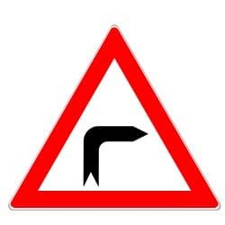Autofahrer dürfen in der Kurve nicht parken, vor allem, wenn es sich um eine scharfe Kurve handelt.