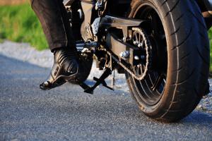 Wie Sie das Motorrad richtig parken, lesen Sie hier.