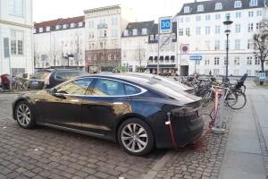 Bein einem bestehenden Fahrverbot in Dänemark müssen Urlauber ihr Fahrzeug abstellen.