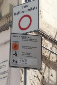 Fahrverbot: In Italien auch möglich, wenn Verkehrsverbote missachtet werden.
