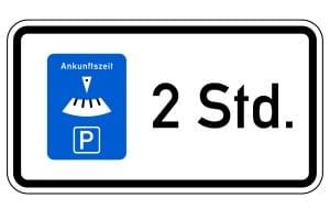 Kurzzeitparkplatz: Wie lange Sie hier parken dürfen, zeigt das Zusatzzeichen.