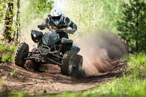 ATV/Quad: Fahren im Wald ist mit motorisierten Fahrzeugen oftmals verboten.