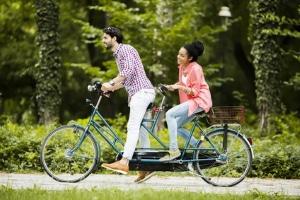 In den allermeisten Bundesländern ist Fahren im Wald mit dem Rad erlaubt.