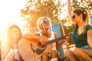 Eine Ruhestörung durch zu viel Bass oder zu laute Musik ist eine Ordnungswidrigkeit.