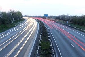 Einheitliche Regelungen gibt es für die Autobahn bezüglich der Geschwindigkeit in Europa nicht.