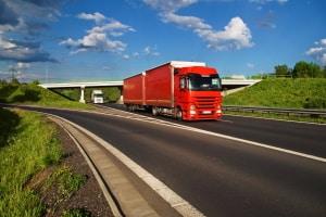Für LKW ist die Geschwindigkeit in Europa generell niedriger als für PKW.