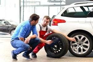 Sind Reifen, die nur außen abgefahren sind, noch zulässig bzw. fahrbar?